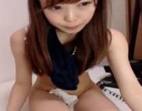 バリ可愛いロリ美少女がパイパンまんこにディルド挿入してオナニーしちゃってるライブチャット配信